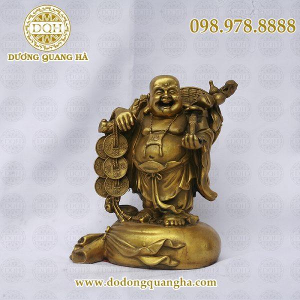 Tượng Di Lặc bằng đồng của Quang Hà được làm rất tinh xảo.