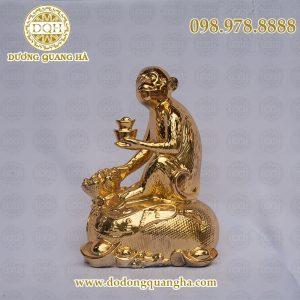 Khỉ cầm thỏi vàng mạ vàng
