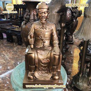 Tượng Đức thánh Trần ngồi cao 71cm