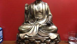 Tượng Phật bằng đồng cỡ nhỏ thờ cúng trong gia đình