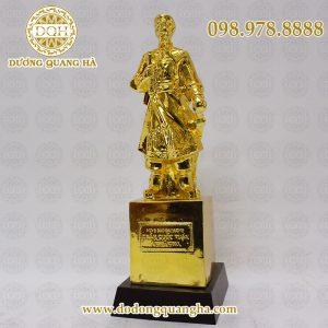 Tượng trần hưng đạo cao 33cm mạ vàng