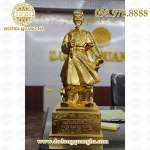 Tượng Trần Hưng Đạo dát vàng 9999
